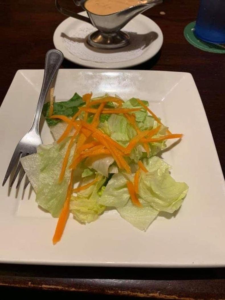 Үнэтэй рестораны салат шүү дээ...