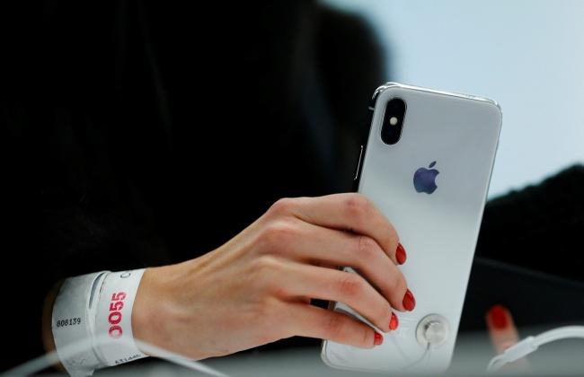iPhone X худалдаанд гарсан