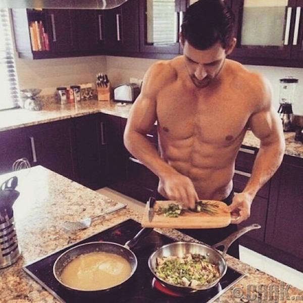 Өөрийн гараар хоол хийж өгөх