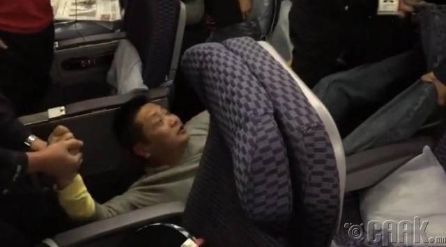 Онгоцонд агсам тавьсан профессор эр