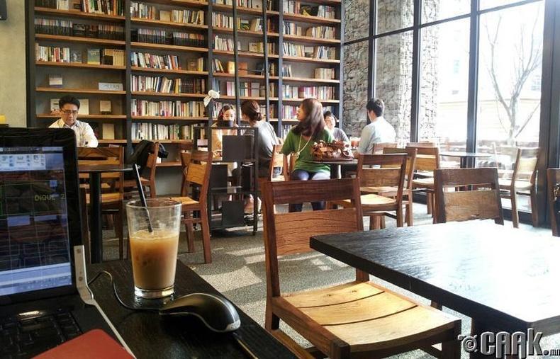 Ном уншуулдаг кафе