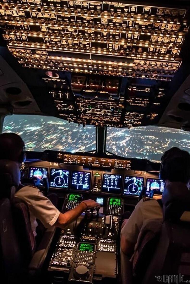 Энгийн агаарын тээврийн онгоцны бүхээг