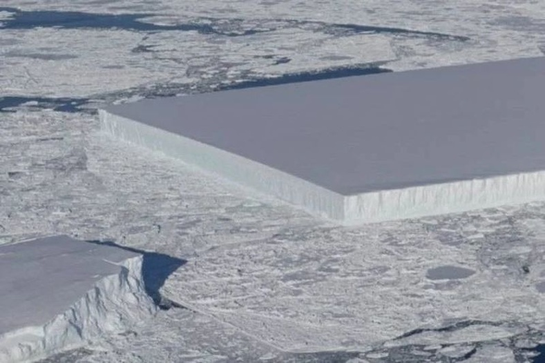 Хачирхалтай тэгш өнцөгт мөсөн уул Антарктидэд гарч иржээ