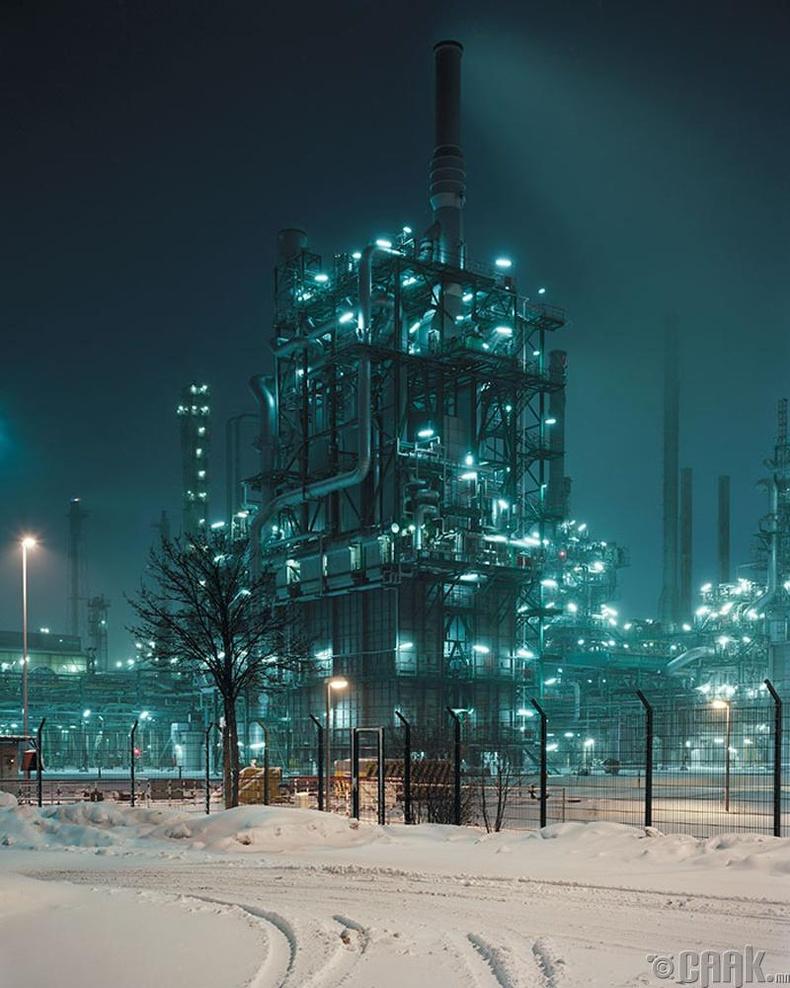 Герман-Австрийн хил дээр газрын тос боловсруулах үйлдвэр