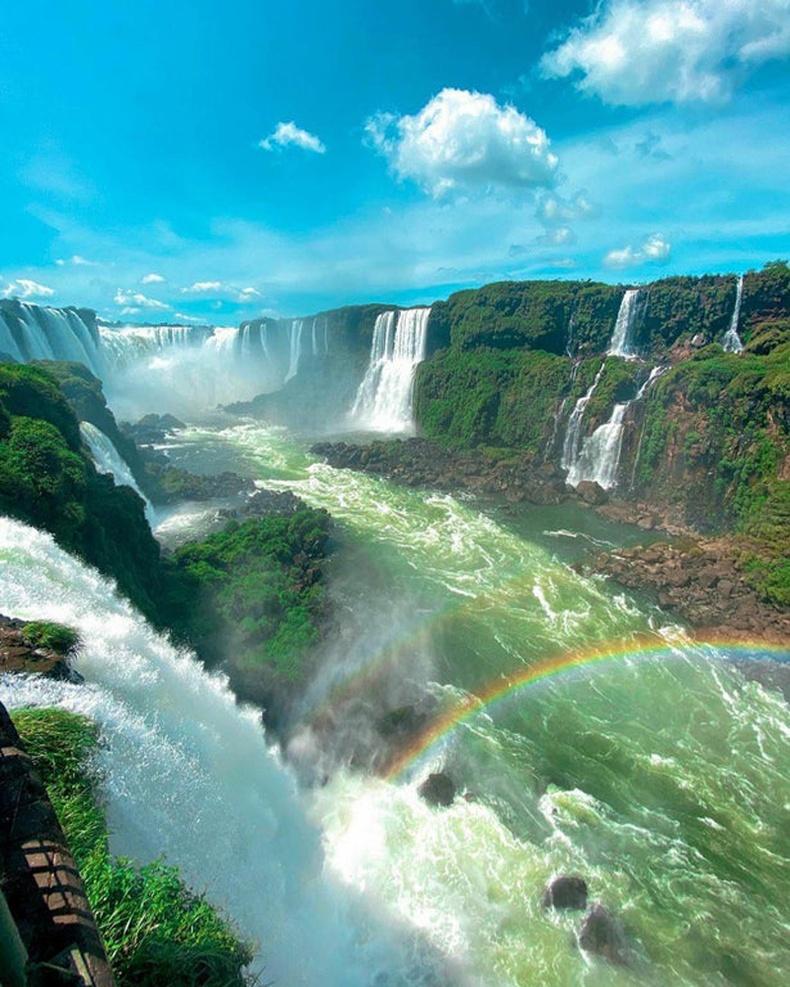 Игуасугийн хүрхрээ Бразил талаасаа