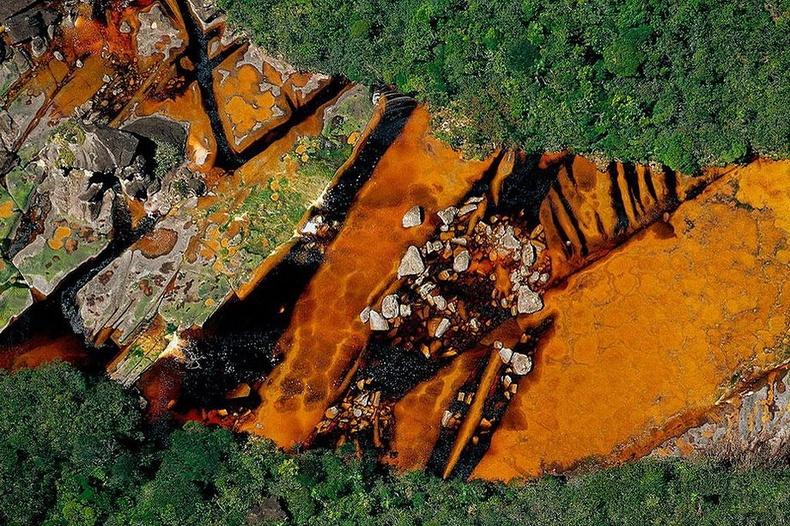 Дэлхийн хамгийн өндөр Анхелийн хүрхрээг үүсгэдэг Чурун гол - Венесуэль