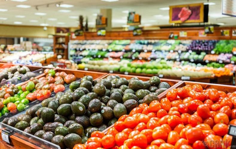 Хүнсний ногоо, жимс нь дэлгүүрийн үүд хэсэгт байрладаг. Тиймээс...