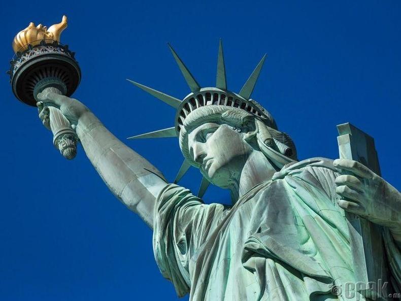Эрх чөлөөний хөшөө Нью-Йоркд байдаг - Худал