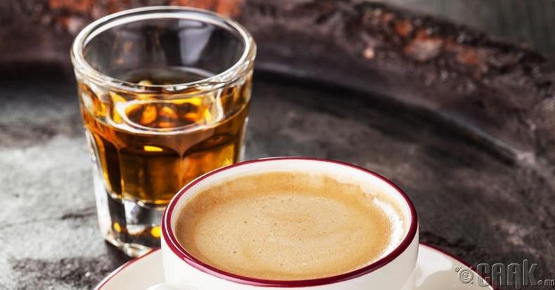Унтахаас өмнө согтууруулах ундаа, кафейны агууламжтай зүйлс уух