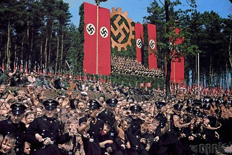 """""""Volkswagen"""" үйлдвэрийн шав тавих ёслол - 1937 он"""
