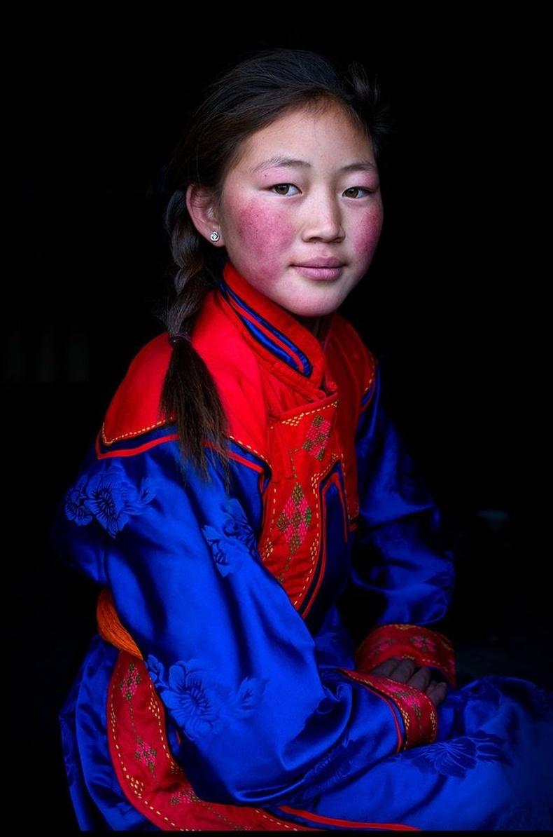 Ховдын урианхай охин, Монгол.