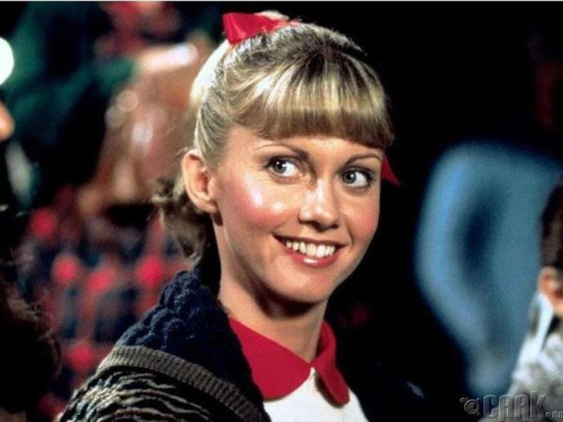 """""""Grease"""" кинонд 29 настай Оливия Ньютон 17 настай охины дүрд"""