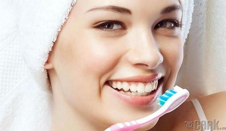 Өглөөний цайгаа уухаас өмнө шүдээ угаах