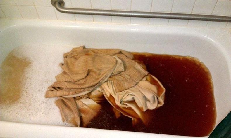 Тамхи татдаг гэр бүлийн хөшгийг угаахад...
