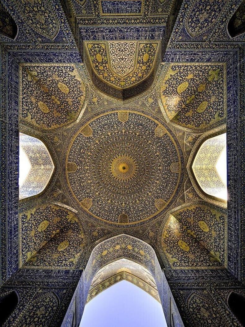 Ираны Исфахан хотын Шах сүмийн тааз