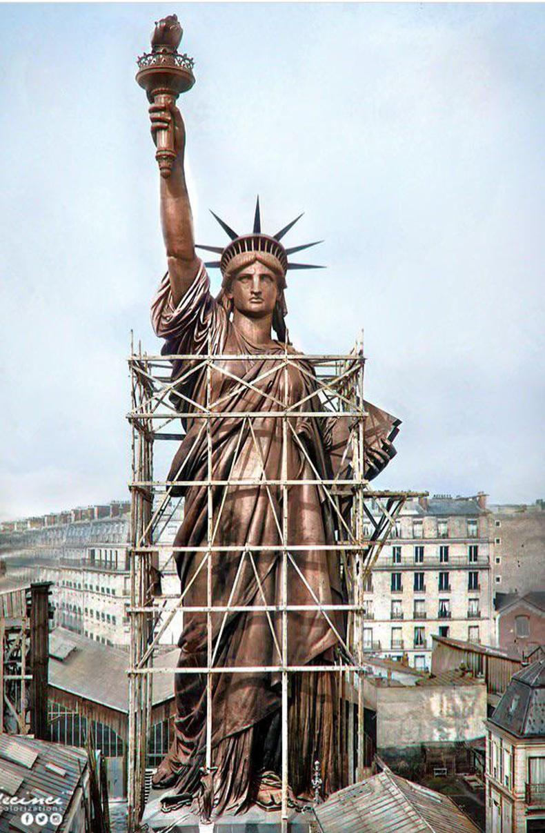 Эрх чөлөөний хөшөө Нью-Йорк руу тээвэрлэгдэхийн өмнө (Парис хот)