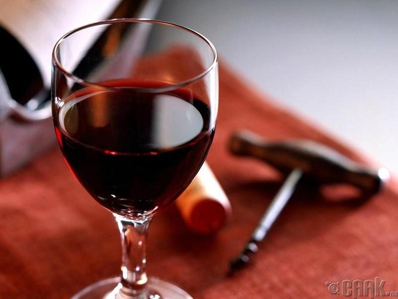 Та унтахынхаа өмнө нэг аяга дарс уудаг