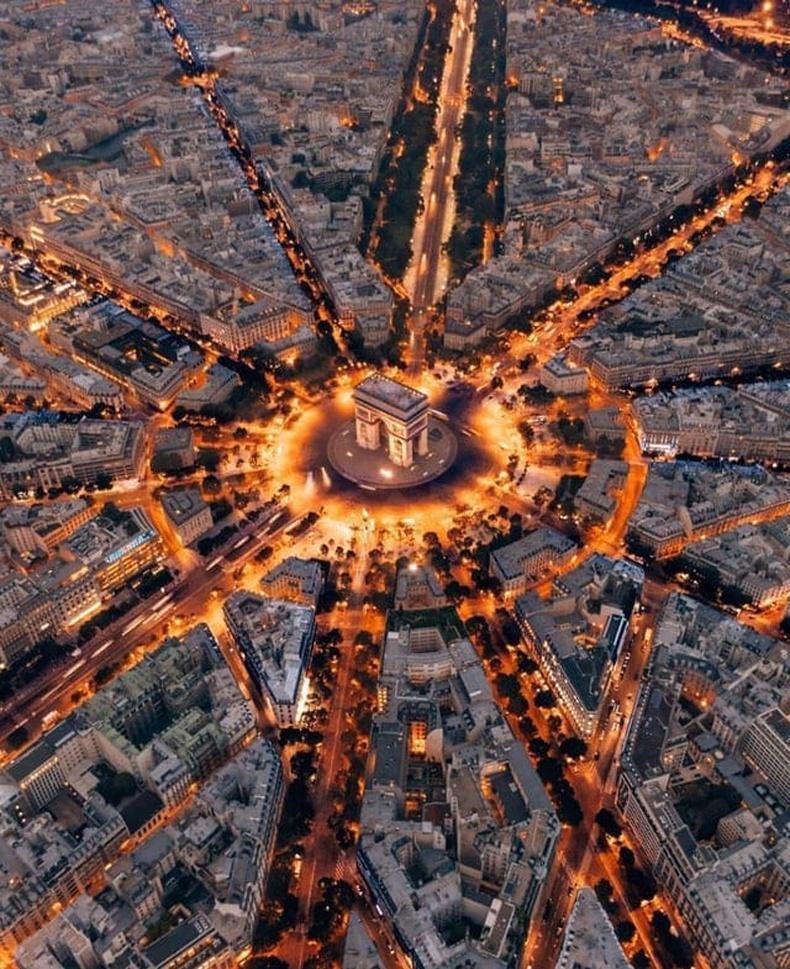 Парис хот шувууны нүдээр