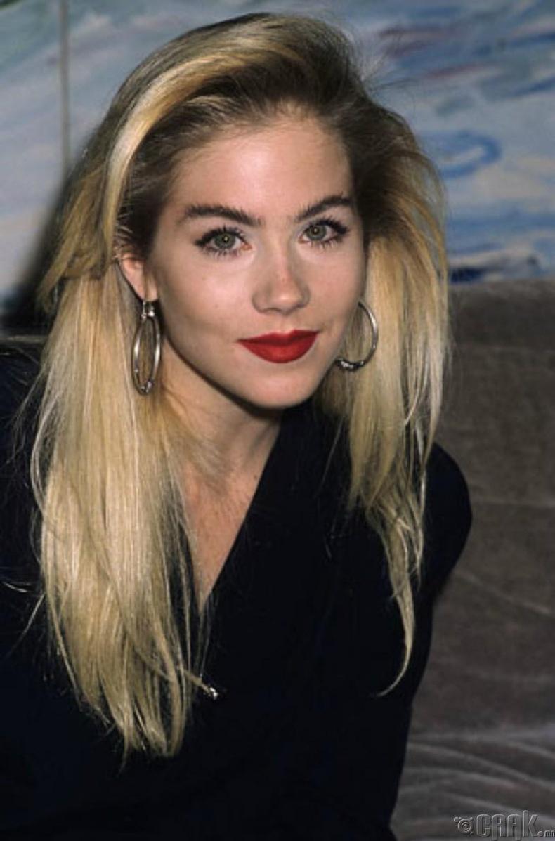 Кристина Эпплгейт (1989)