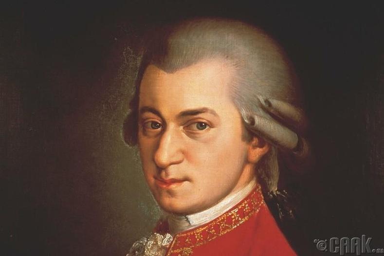 Моцартыг Сальери хордуулсан