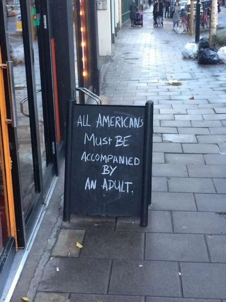 """""""Америкчууд заавал насанд хүрсэн хүнээр харгалзуулах ёстой"""" - Лондонгийн пабын гаднах санамж"""