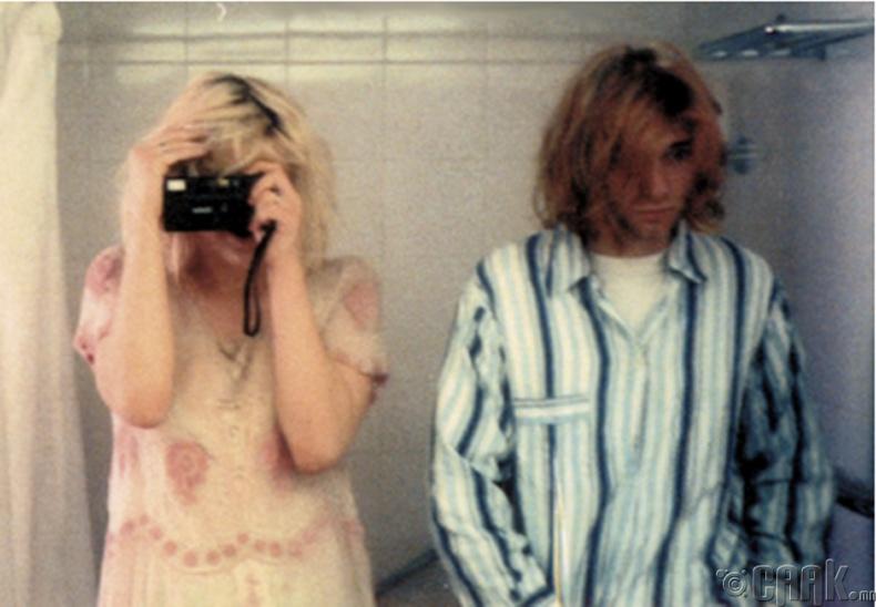 """""""Нирвана"""" хамтлагийн гоцлол дуучин Курт Кобейн болон дуучин Кортни Лав (Kurt Cobain, Courtney Love) - 1992"""