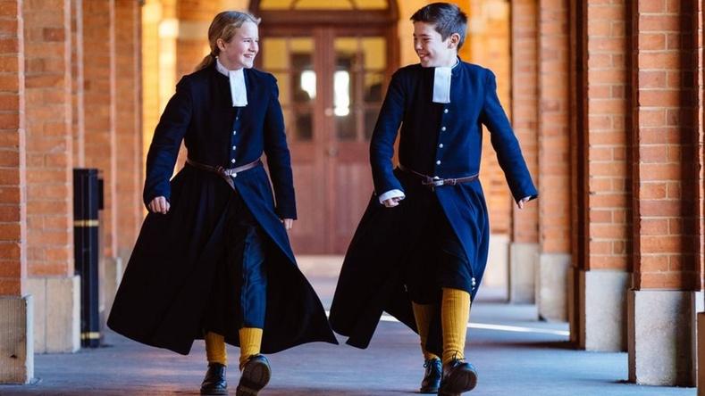 """Британийн """"Christ's Hospital"""" сургуулийн сурагчдын өмсдөг хүрэм"""