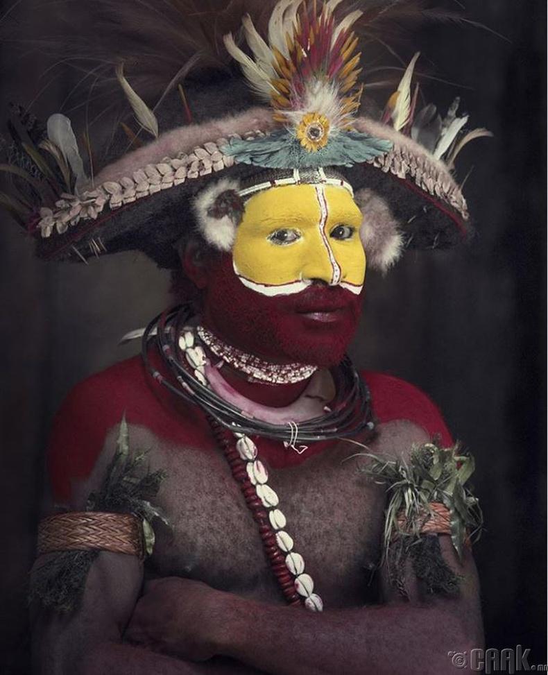 Папуа Шинэ Гвинэйн Хули овгийн анчин