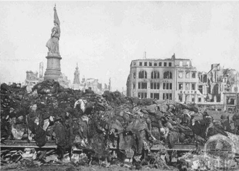 Германы Дресдэн хотын амиа алдсан 40 мянган иргэний цогцос - 1945 он