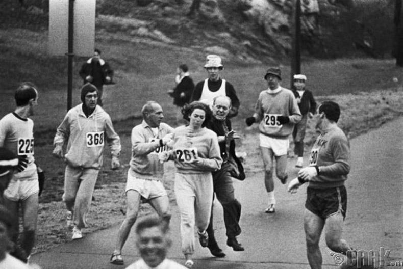 Катрин Швицер (Kathrin Schwitzer) хэмээх бүсгүй Бостон хотын марафонд оролцож байгаад баригдсан нь - 1967 он