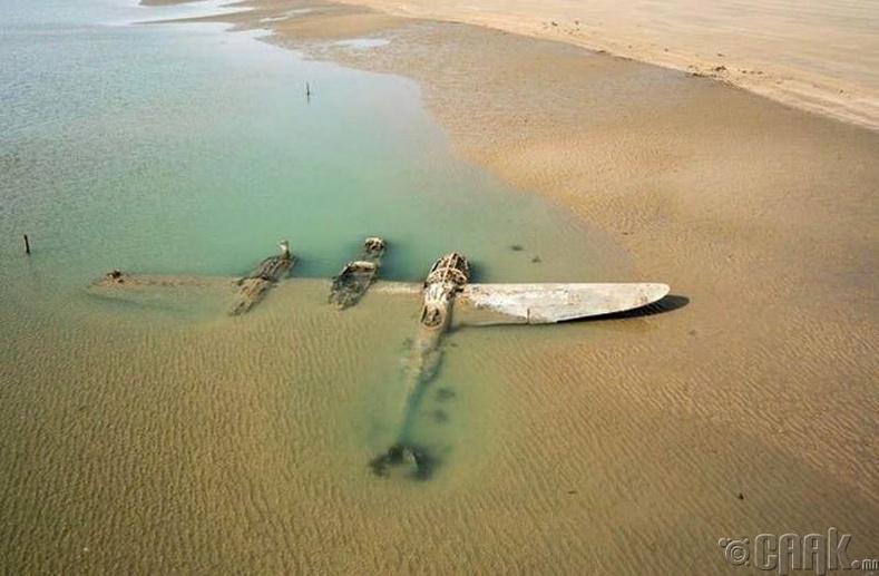 Америкийн P-38 сөнөөгч онгоц 65 жилийн дараа Уэльсийн эрэг дээр гарч иржээ