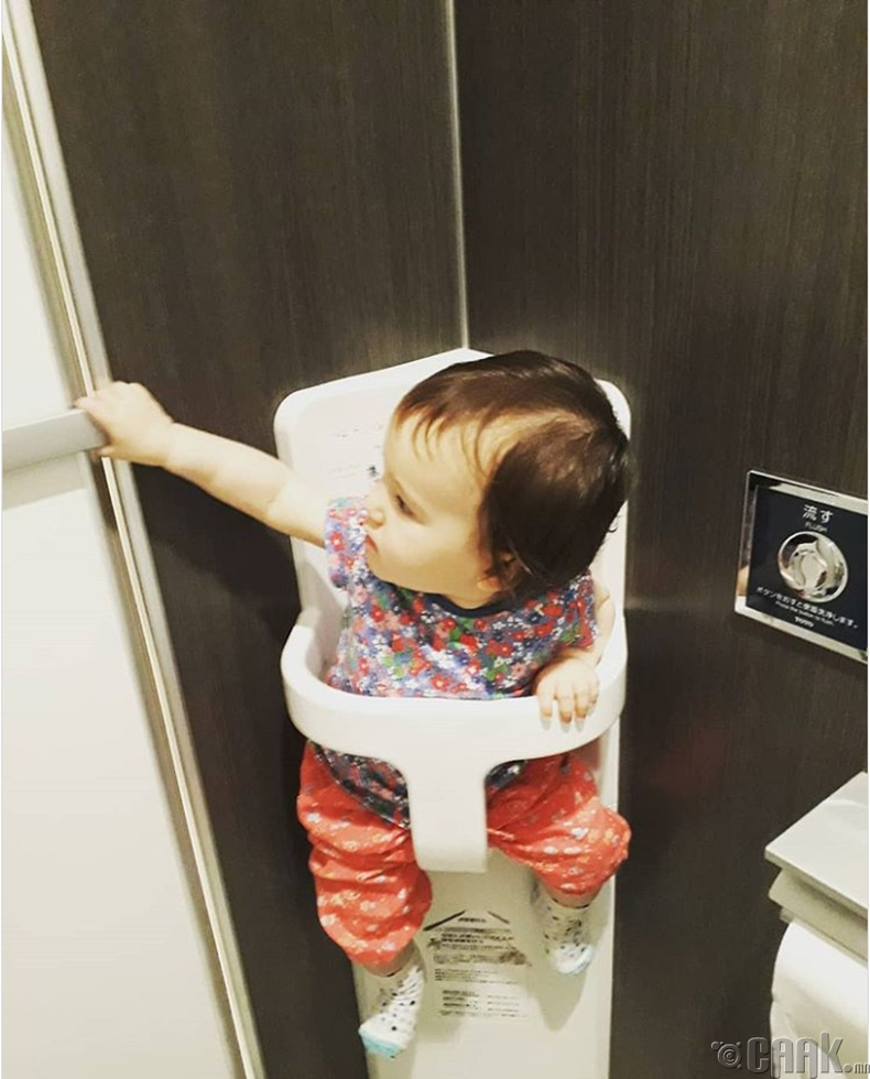 Угаалгын өрөөнд хүүхдийн өлгүүр байдаг