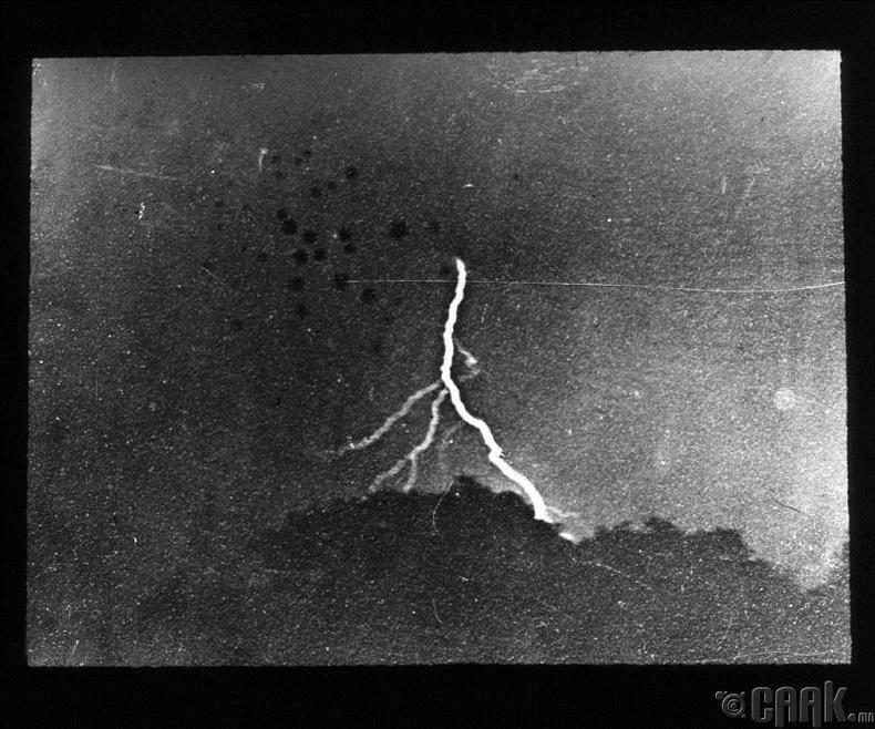 Цахилгаан цахиж буй анхны зураг - 1882