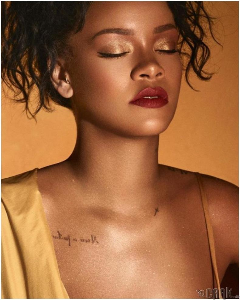 Дуучин Рианна (Rihanna) үргэлжлүүлэн гоо сайхны брэндээ олонд танилцуулж байна