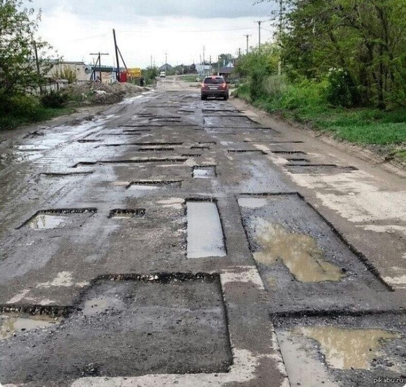 """""""Энэ бол эвдэрхий зам биш. Энэ бол брайл мессеж."""" - Орос"""