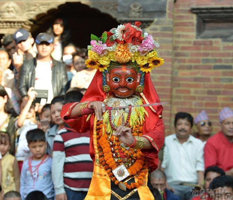 Жил бүр Хинду шашны Картик Наач хэмээх баяр 8 өдрийн турш үргэлжилдэг
