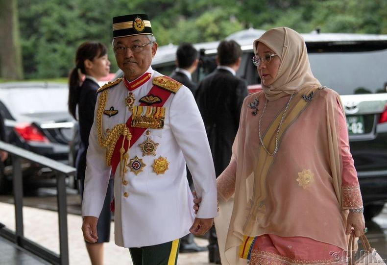 Малайзын эзэн хаан Султан Абдуллах Ахмад Шах  хатан хаан Тунку Азизах Амина Маймунах