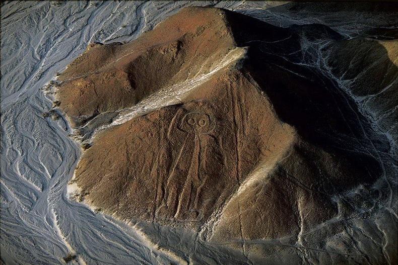 """Наскагийн цөлийн уулан дээрх """"Сансрын нисгэгч""""-ийн зураг - Перу"""