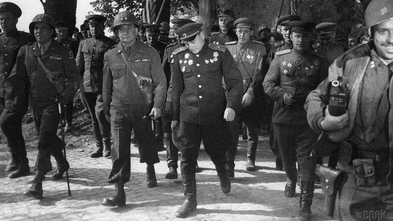 69-р дивизийн командлагч, хошууч генерал Эмил Ф. Рейнхардт