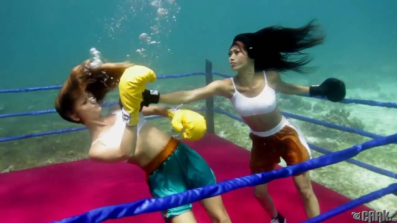 Усан доорх бокс