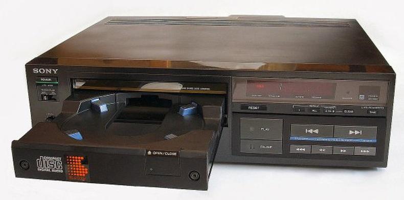 Хамгийн анхны CD тоглуулагч Sony CDP-101, Япон - 1982 он
