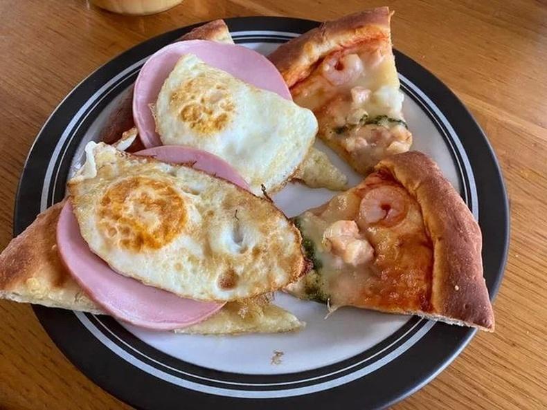 Өндөг, гахайн махтай япон пицца