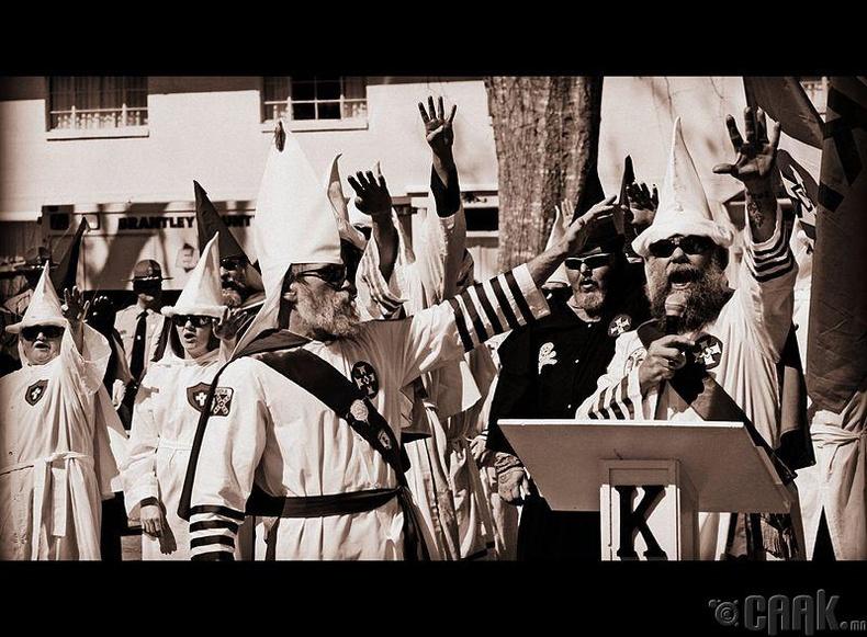"""""""ККК"""" буюу """"Кү Клакс Клан"""" - Арьс өнгөөр ялгаварлагчид"""