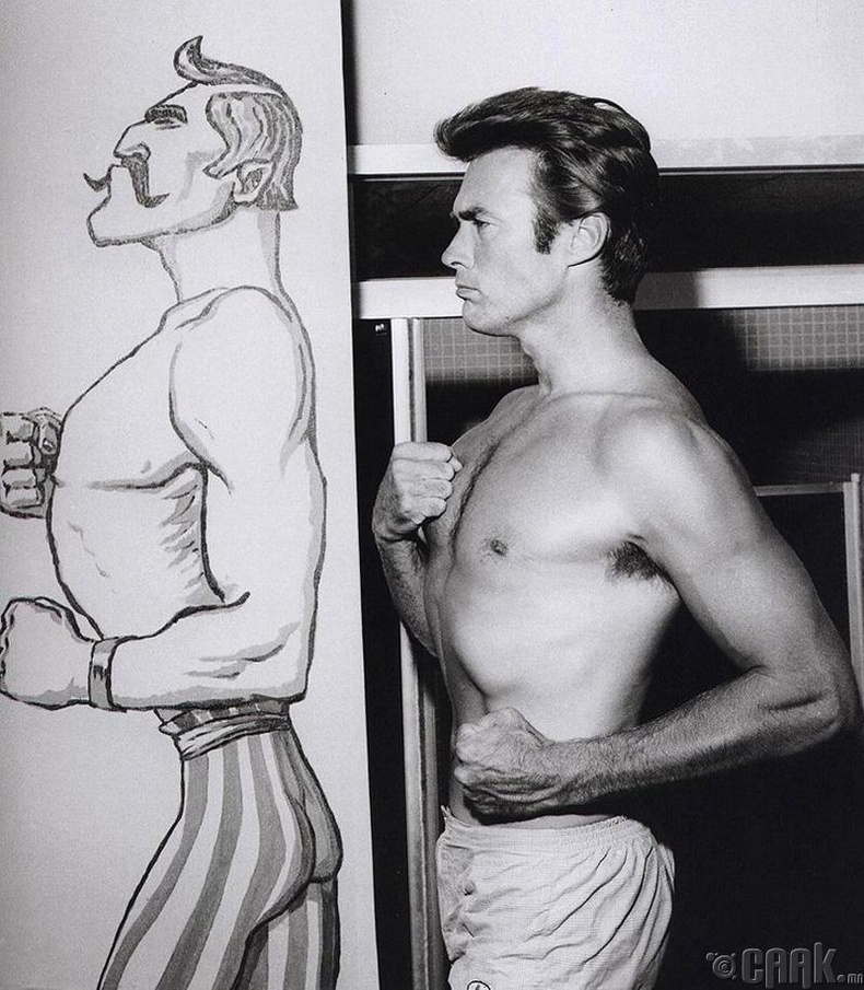 Клинт Ийствүүд (Clint Eastwood) ханан дээрх зургийг дуурайж байгаа нь