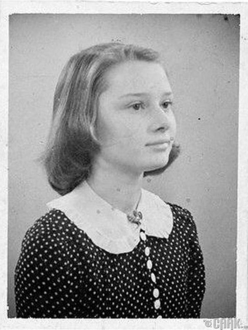 Үзэсгэлэнтэй жүжигчин бүсгүй Одри Хепберн (Audrey Hepburn) 13 насандаа