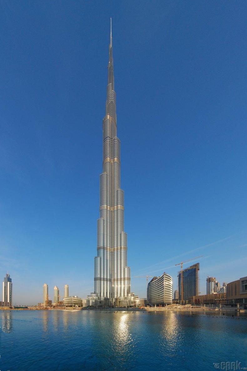 Тэнгэр баганадсан барилгуудыг хэдхэн өдөрт л барьж байна