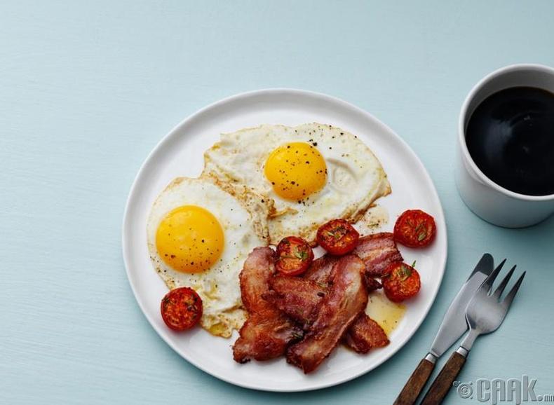 Өглөөний цайгаа уух