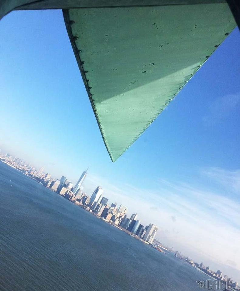 Харин хөшөөн дээрээс Нью-Йорк хот ингэж харагддаг