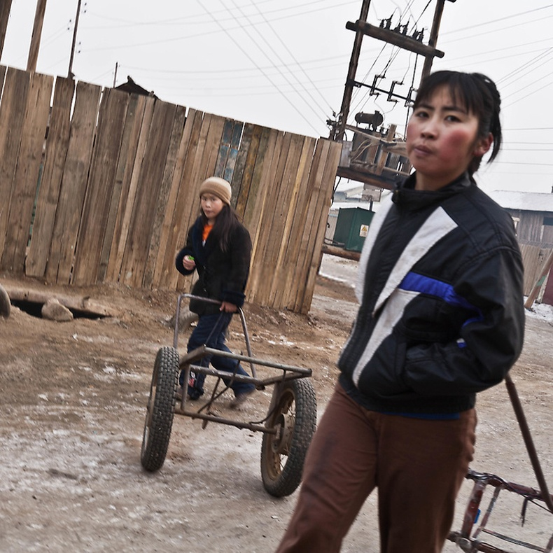 Усны тэрэгтэй охид - Улаанбаатар
