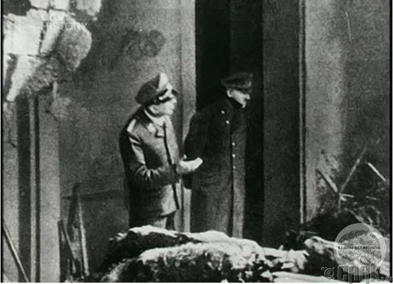 Адольф Гитлер (Adolf Hitler)-ийн сүүлчийн зураг - 1945 он